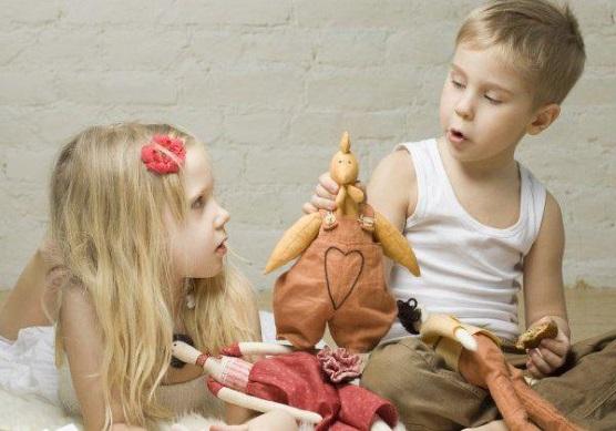 Рассматривание и описание куклы