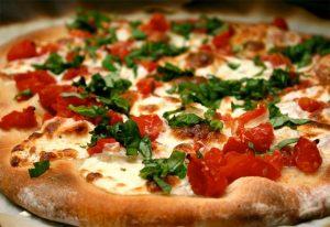 Итальянская пицца и моцарелла