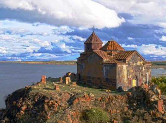 Озеро Севан и храмы